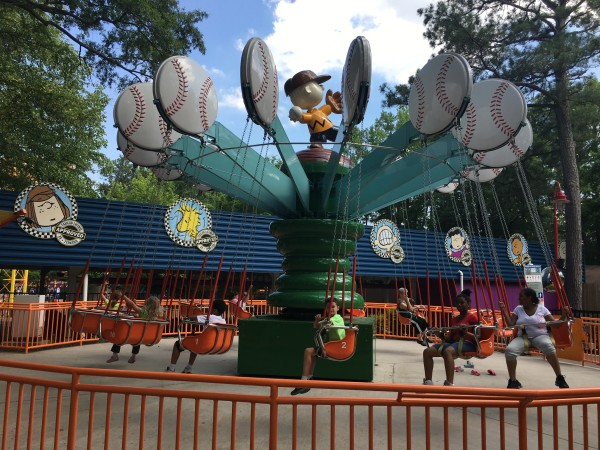 Charlie Browns Wind Up Swings Ride at Kings Dominion